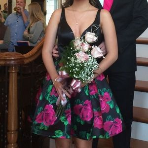 perfect condition worn once SHERRI HILL dress 6